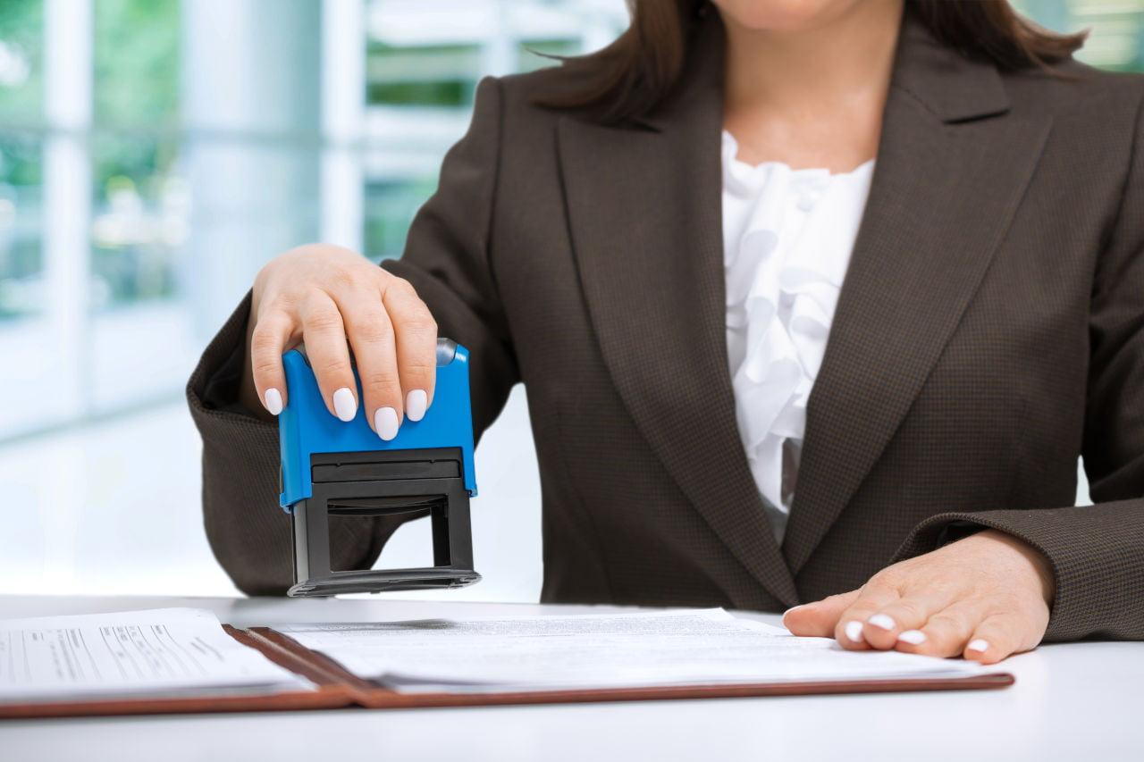 Czy komornik może zająć wynagrodzenie z umowy zlecenia